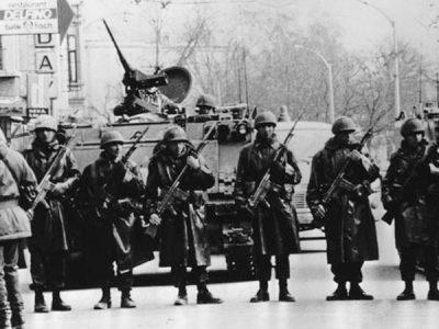 12 Eylül Askerler Sokakta
