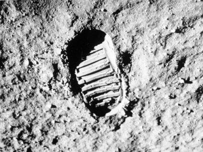 Ay Yüzeyinde Fotoğraflanmış Ayak İzi