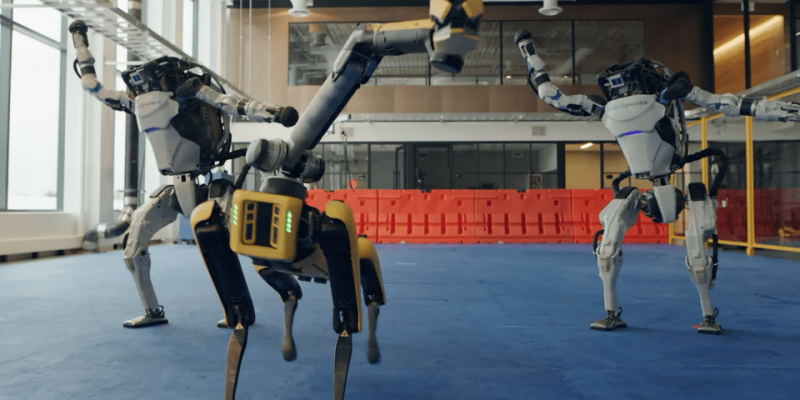 Boston Dynamics'in Yeni Yıl Dansı